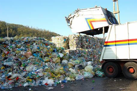Tragedia ad Ancona: trovato il cadavere di una neonata in mezzo ai rifiuti