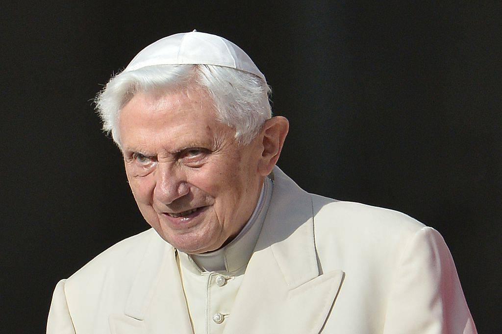 Benedetto XVI ed il doppio stolto pregiudizio da abbattere