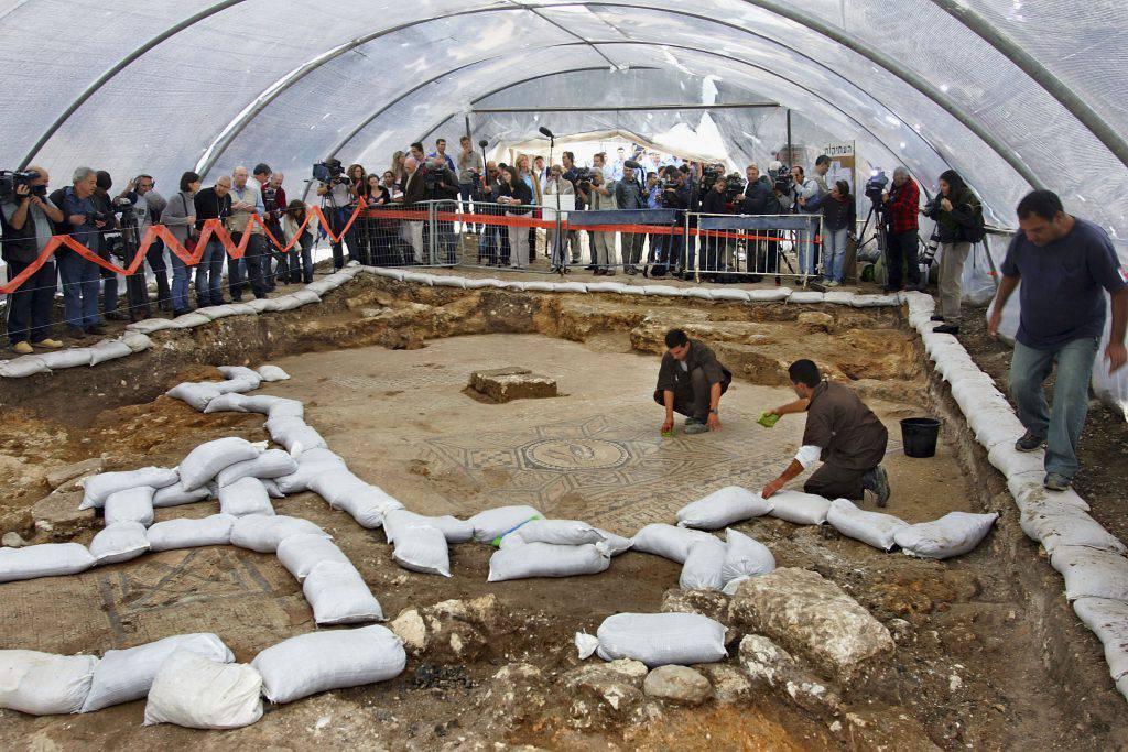 Israele: detenuto scopre la chiesa cristiana più antica della storia