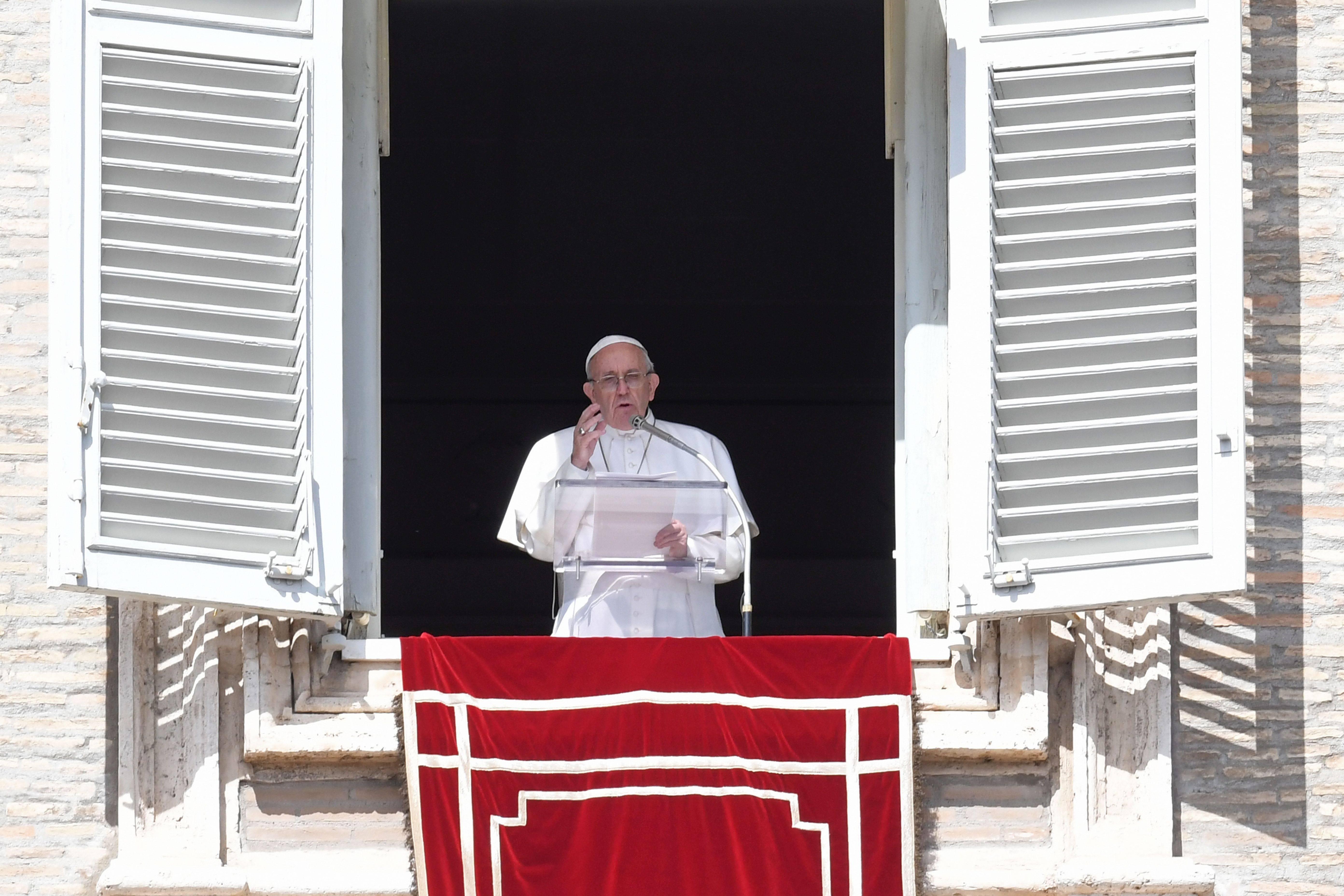 Papa Francesco: Vangelo, crocifisso e testimonianza di fede