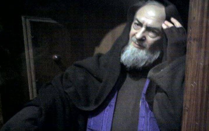 Padre Pio compie un prodigio che stupisce