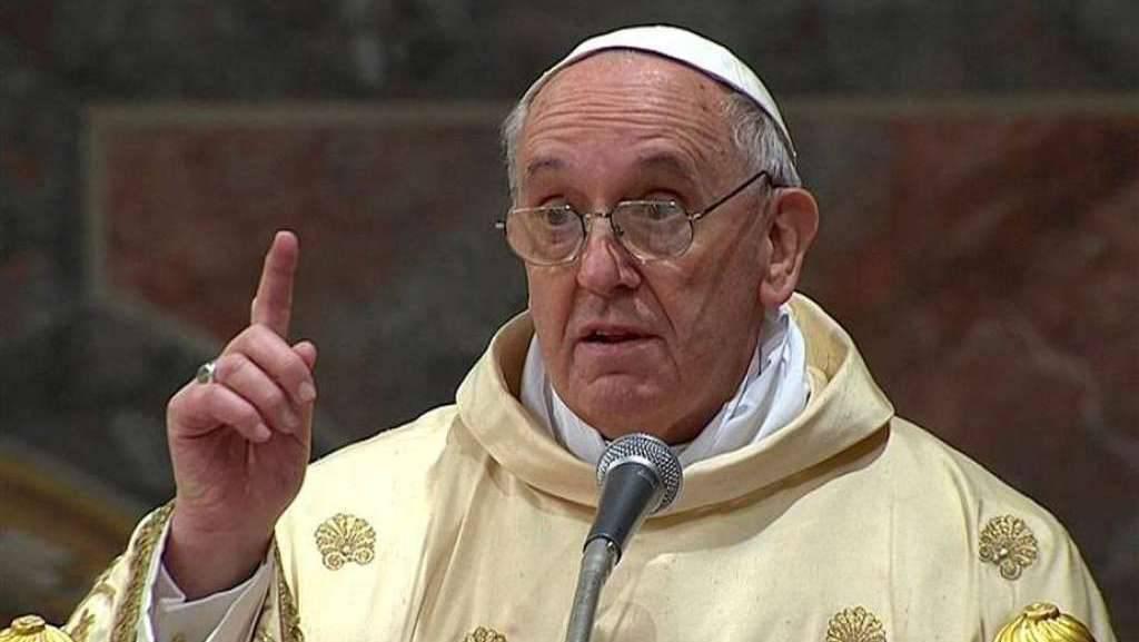 """Il papa bacchetta i sacerdoti: """"Le Messe non vanno pagate, sono gratuite"""""""