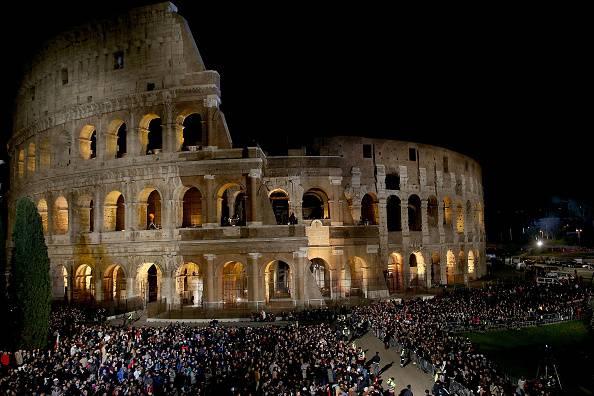 Stasera alle 21:00 la via Crucis del Papa