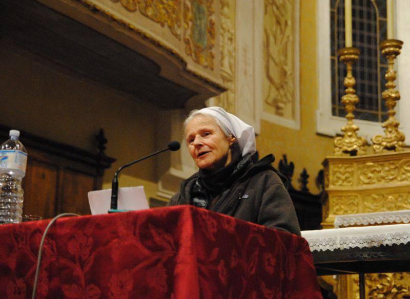 """Suor Emmanuelle: """"Non solo l'adulterio, anche la convivenza è peccato"""""""