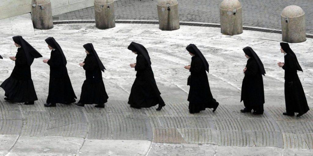 """L'Osservatore Romano denuncia il maltrattamento delle suore: """"Le considerano delle serve"""""""