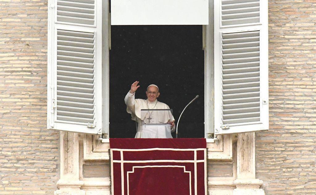 """Papa Francesco: """"Fate il segno della croce quando vi sentite in pericolo"""""""