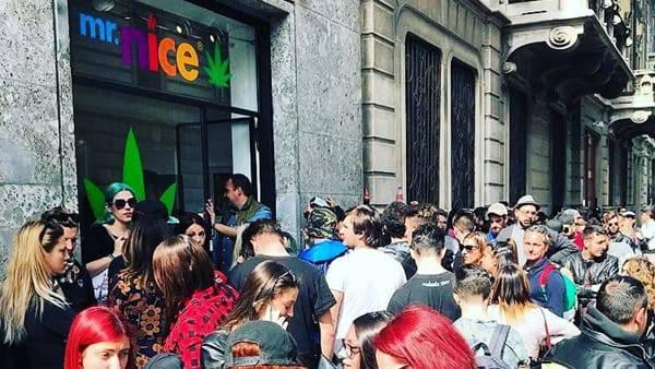 Milano: apre il negozio di J-Ax che vende marijuana!