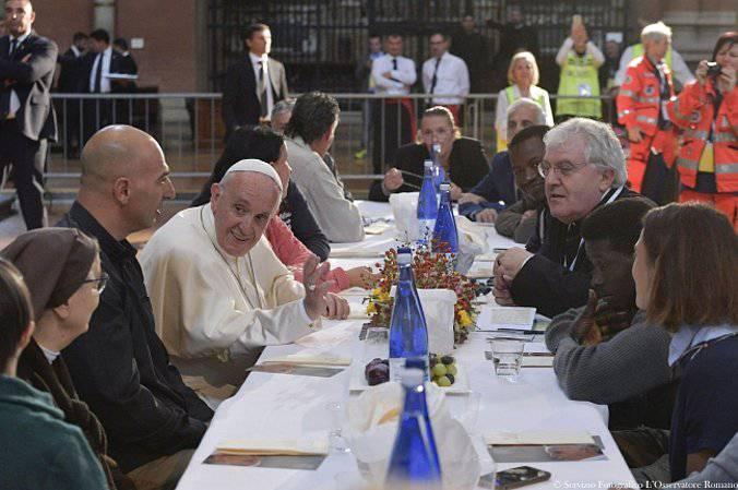 Papa Francesco festeggia l'onomastico offrendo il gelato ai poveri