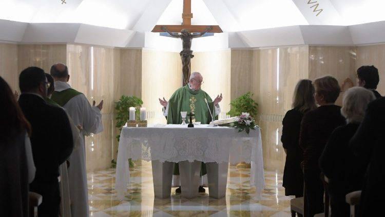 """Papa Francesco: """"La testimonianza cristiana da fastidio"""""""