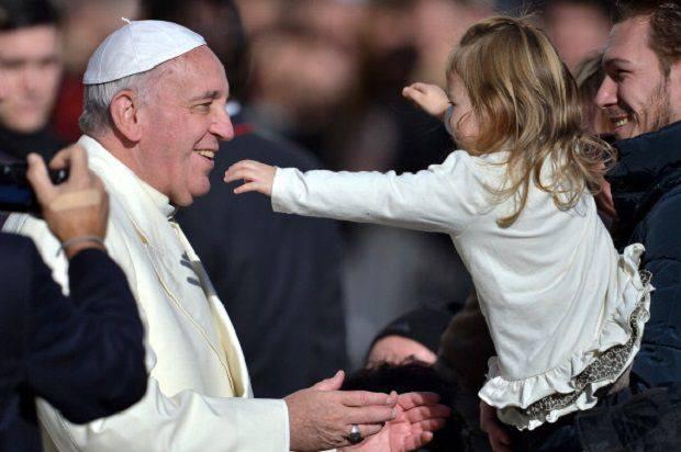 """Udienza Generale, Papa Francesco: """"Il battesimo va celebrato come un compleanno"""""""