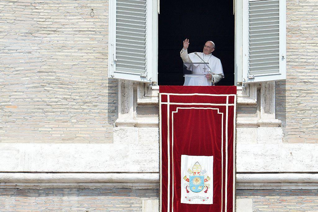 """Alfie Evans, l'appello del Papa: """"Preghiamo affinché ogni malato venga trattato con dignità"""""""