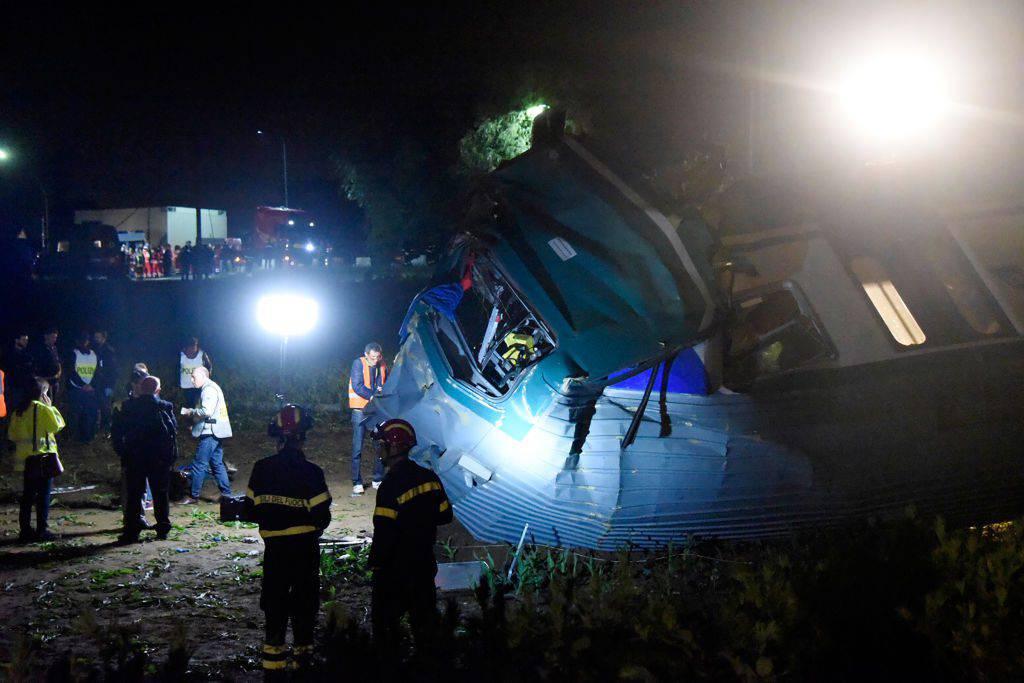 Tragico scontro treno-tir in Piemonte: 2 morti e 23 feriti