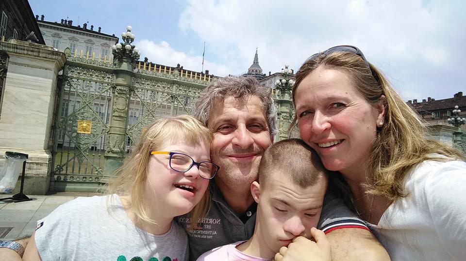 Abbandonati a causa della sindrome di down vengono adottati da Michela