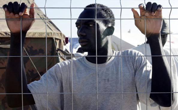 Germania, stretta sui migranti: arrivano i centri di smistamento