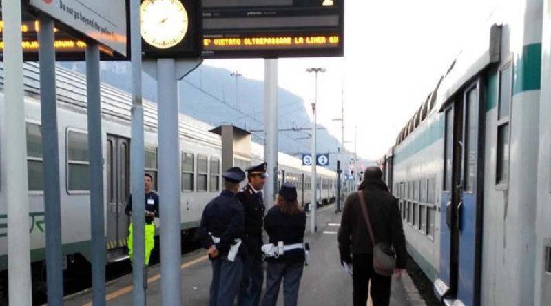 Gruppo di immigrati aggredisce poliziotto sul regionale Milano-Lecco