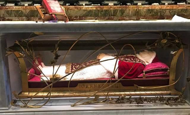 Papa Giovanni XXIII torna nella sua Brescia tra la commozione dei concittadini
