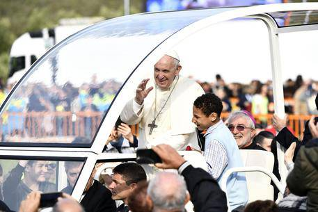 Oggi, Papa Francesco sulla papamobile con un bambino!