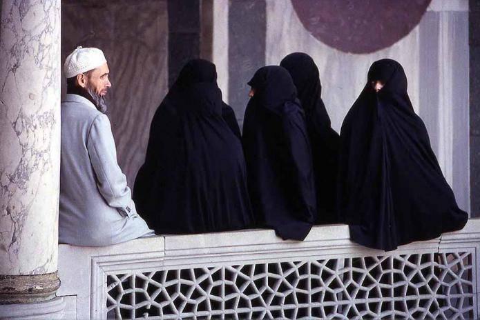 Donna islamica rifiuta la seconda moglie, il marito la riempe di botte