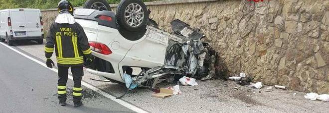 Incidente d'auto, mamma e bambina tratte in salvo