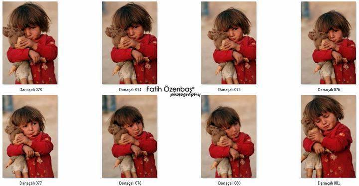 La foto della bambina palestinese con la bambola in mano
