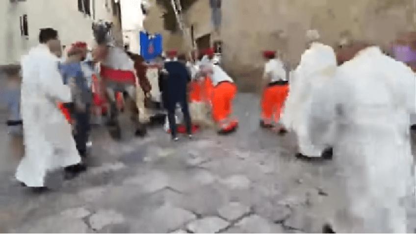 Arcivescovo cade da cavallo durante il Corpus Domini, ricoverato in ospedale - Video