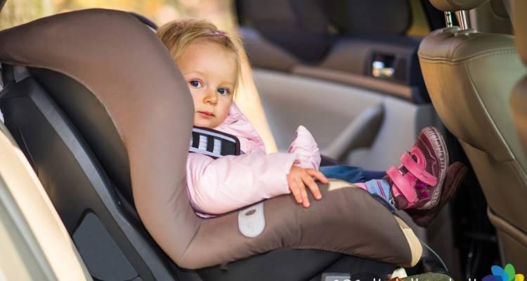 Ecco come proteggere i nostri bambini in auto