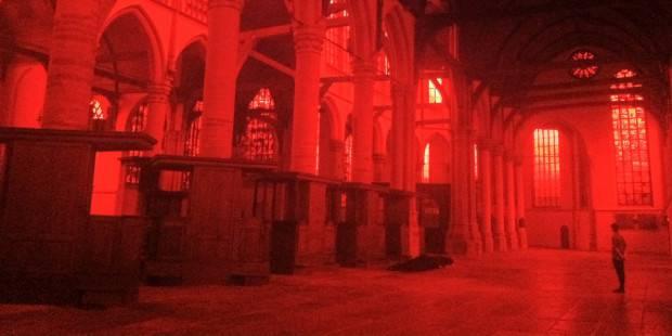Amsterdam: artista illumina di rosso una chiesa protestante per riportarla alle radici cattoliche