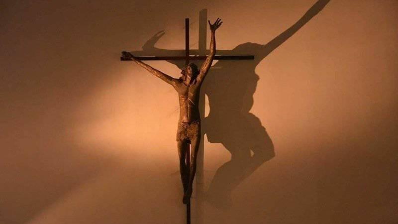 Cronaca di tutti i giorni: il crocifisso conteso