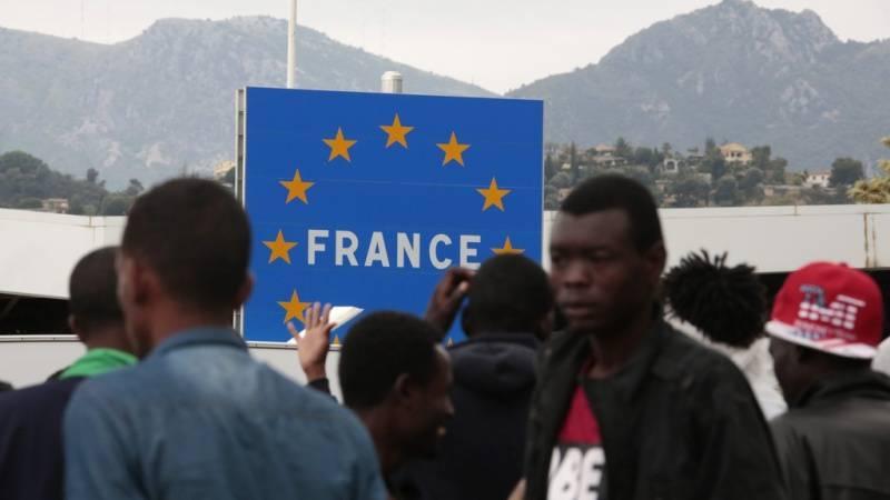 La disumanità francese respinge una migrante incinta