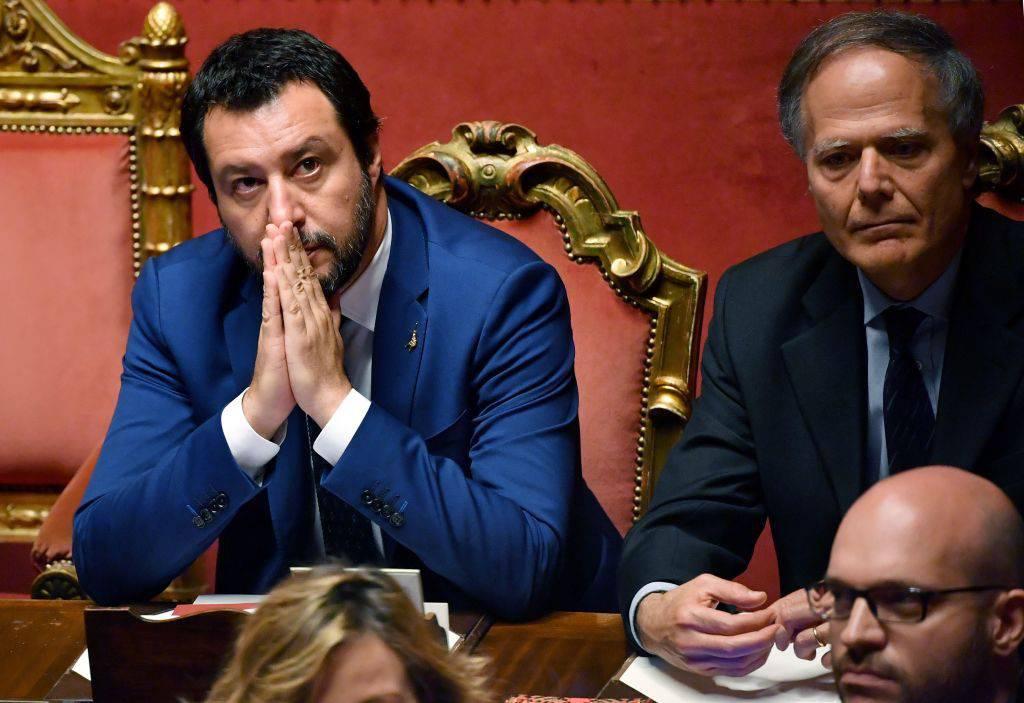 Salvini sbotta toccarsi in pubblico ritorni ad essere reato