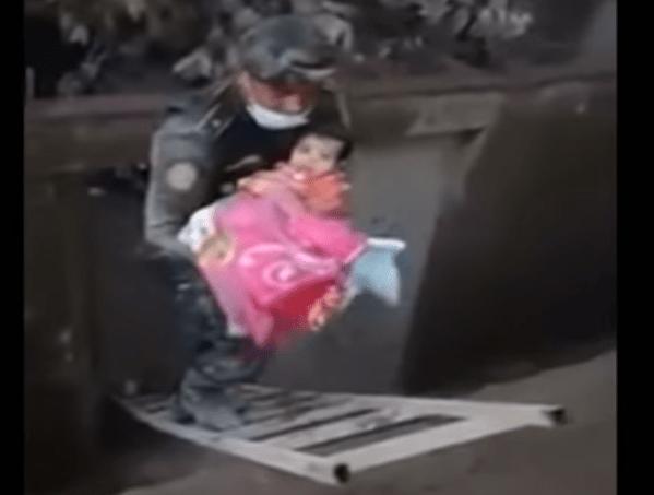 Guatemala: soccorritore salva neonata dalla furia del vulcano - Video