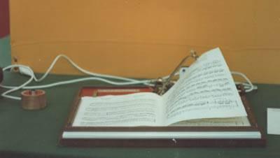 Il Leggio Voltapagine del maestro Marchese, utilissimo per i portatori di Handicap