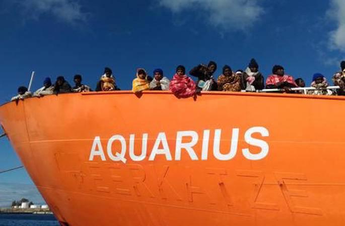 Caso Acquarius: Salvini chiude i porti ed i migranti rimangono in mare
