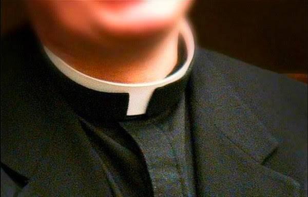 Francia: si fingeva sacerdote per estorcere denaro, arrestato