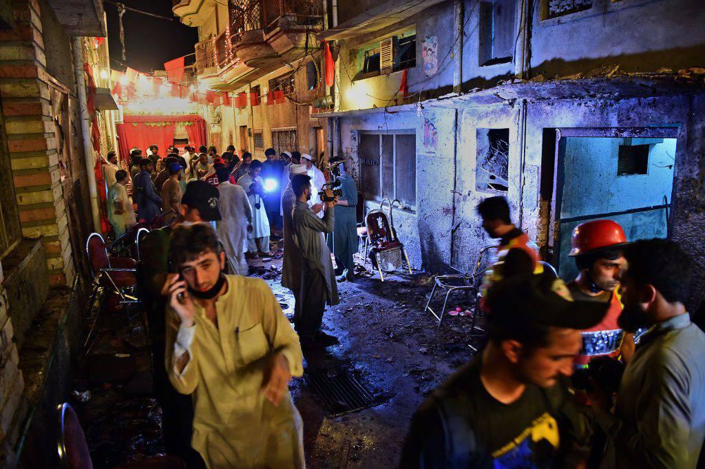 Kamikaze 16enne si fa esplodere durante un comizio elettorale: 20 le vittime