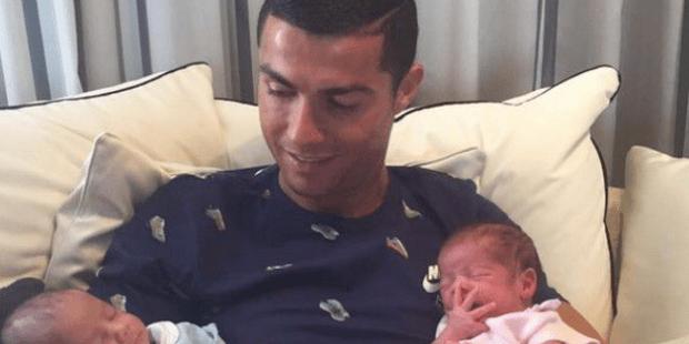 Cristiano Ronaldo vola ad abbracciare i figli ottenuti con la maternità surrogato
