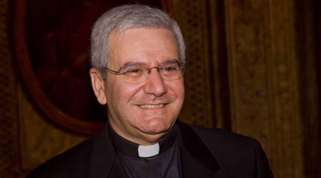 Volete sapere quanto guadagnano i preti e i Vescovi?