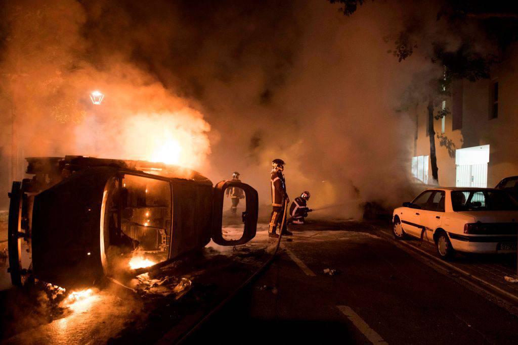 Ragazzo ucciso dalla polizia: ancora una notte di rivolta a Nantes
