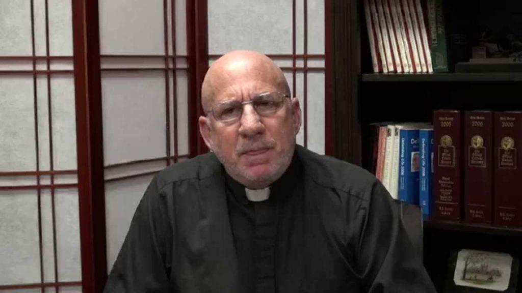 Padre Stephen, il sacerdote finito in carcere per aver difeso il diritto alla vita