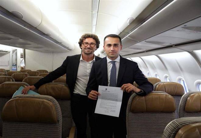 Il lusso dell'aereo voluto da Renzi che Di Maio ha smantellato - VIDEO