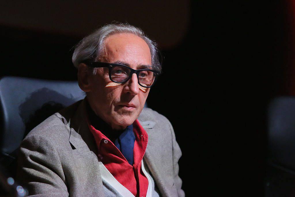 """""""Franco Battiato non ha l'Alzheimer"""": la secca e irritata smentita della famiglia"""