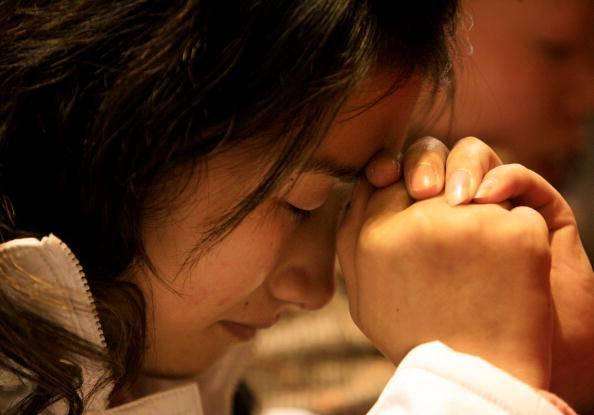 Cosa succede nel cervello quando preghiamo? La scienza ci da una risposta