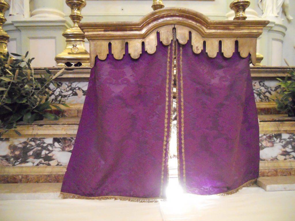 velo copre il tabernacolo