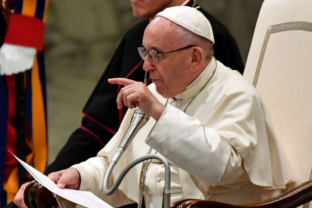 """Papa Francesco ai giovani: """"La fede non è uno status, va testimoniata"""""""