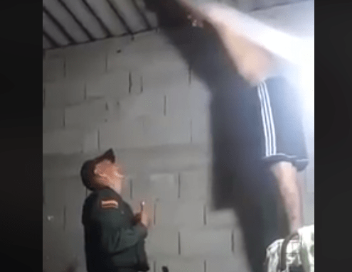 poliziotto evita suicidio