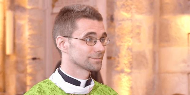 Padre Yvon Fillebeen, il sacerdote che ha trovato la fede guardando la Messa in tv