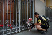 Uomo spara sui fedeli, 4 le vittime