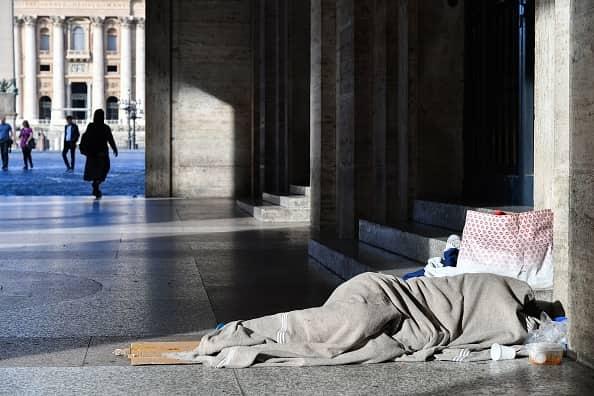 Elemosineria Apostolica aiuta i poveri contro il freddo