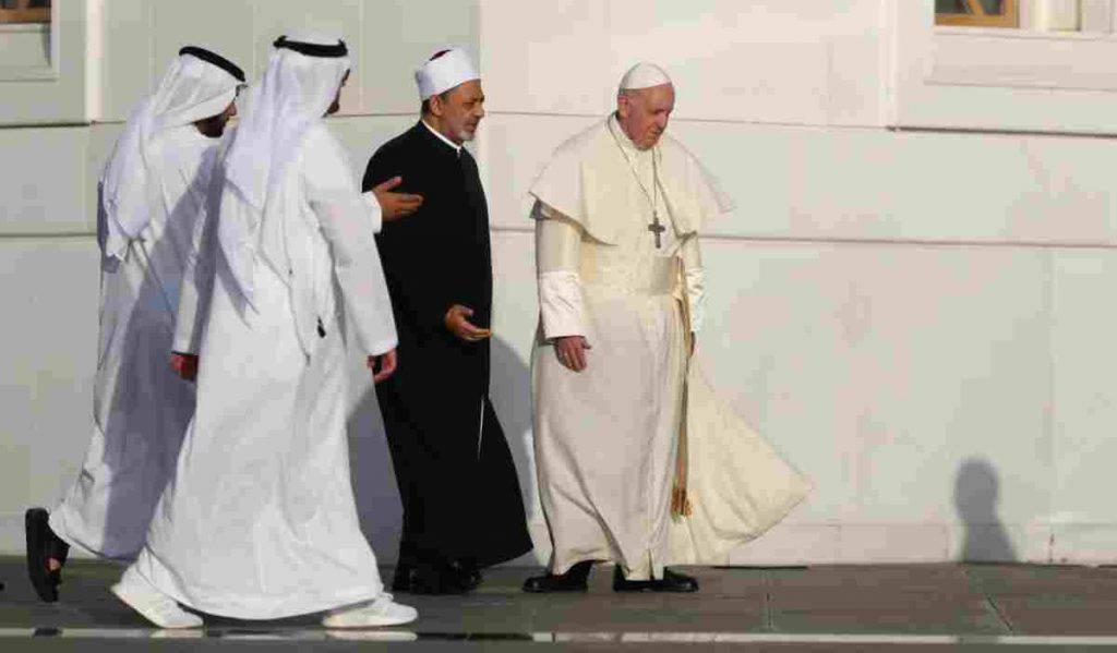 Bergoglio in Arabia per creare un ponte tra islam e occidente