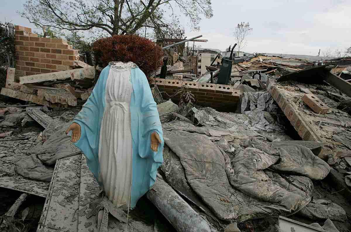 Balangero, Vandali distruggono due statue della Madonna